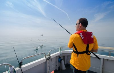 It is a picture that enjoy sea fishing using DG-PRO1